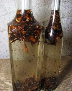 бутыль с настойкой из перепонок